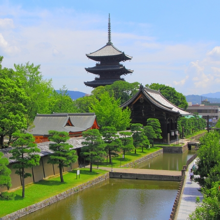 We can arrange a complete rent-out of the Toji temple, a UNESCO world heritage site in central Kyoto.