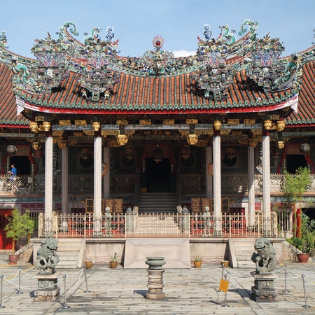 Khoo Kongsi is a picturesque Chinese temple-like clan house built by Chinese craftsmen in Penang.