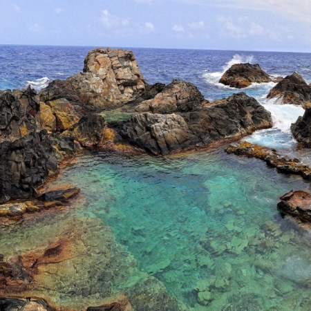 Aruba's Natural Pool, a beautiful and natural place to swim and enjoy the sun.