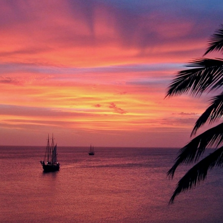 Sunset sail and snorkel in one of our beautiful beaches: Malmok Beach