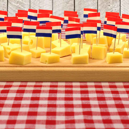 Unique tasting experience of Dutch beer or spirits, along with culinary snacks and entertainment.