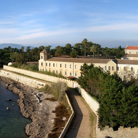 Located in the Bay of Cannes, the St. Marguerite and St. Honorat Islands are appreciated both for their beautiful woods as well as their tranquility.   Lafayette recommends … the Monks' island! Enjoy a guided tour of the island and the 11th century fortified monastery. Taste the wines produced on this private island by the monks, who have been living here for 15 centuries, and enjoy a nice lunch at their restaurant in a delightful setting on the Mediterranean.