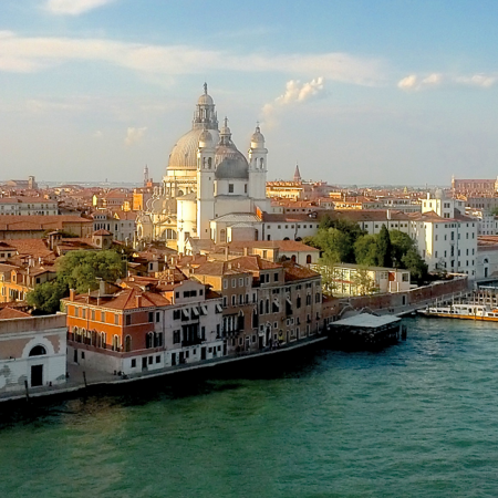 Venice: the secrets of carnival masks