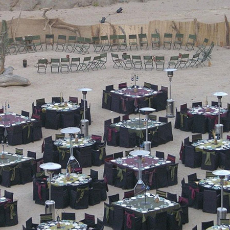 Host a gala dinner for your group in the desert